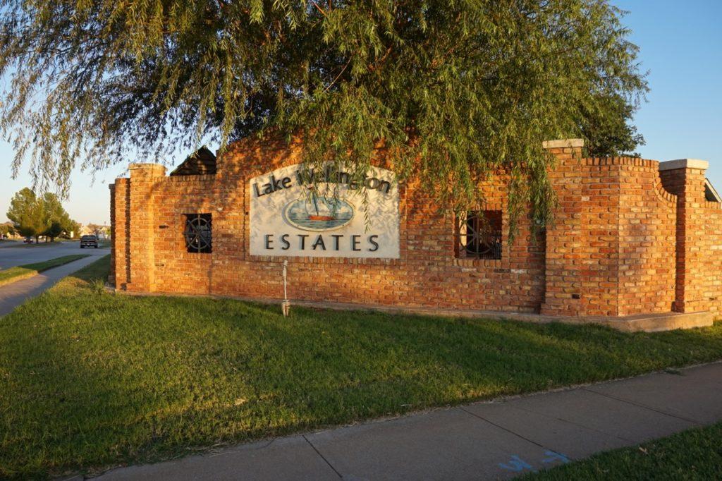 Picture of main entrance to Lake Wellington Estates Wichita Falls