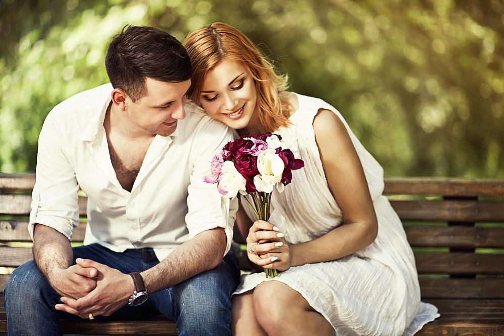 Couple on Romantic Picnic in Arlington TX